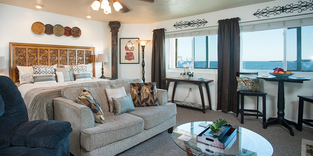 Rooms and suites at the Cedar Key Harbour Master